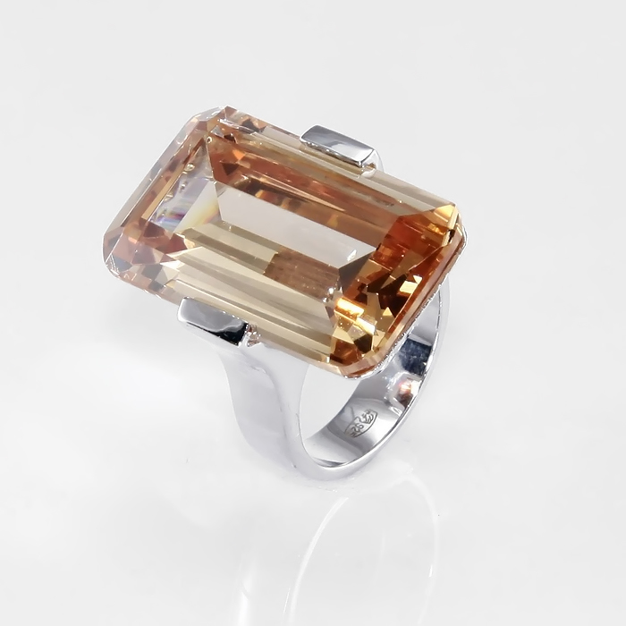 Серебряное кольцо Фианит арт. r904261g r904261g